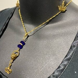 Pendant gold crown with royal beads